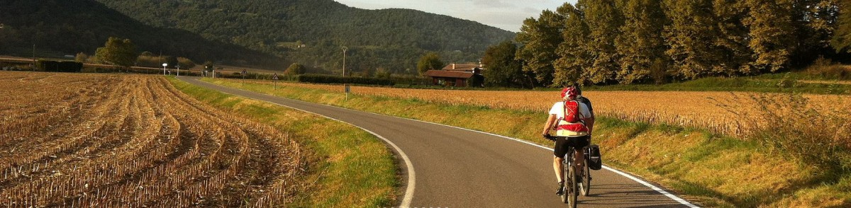Ciclista per la carretera