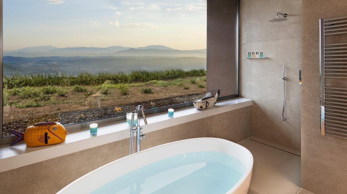 Bany amb vistes a l'hotel Sants Metges