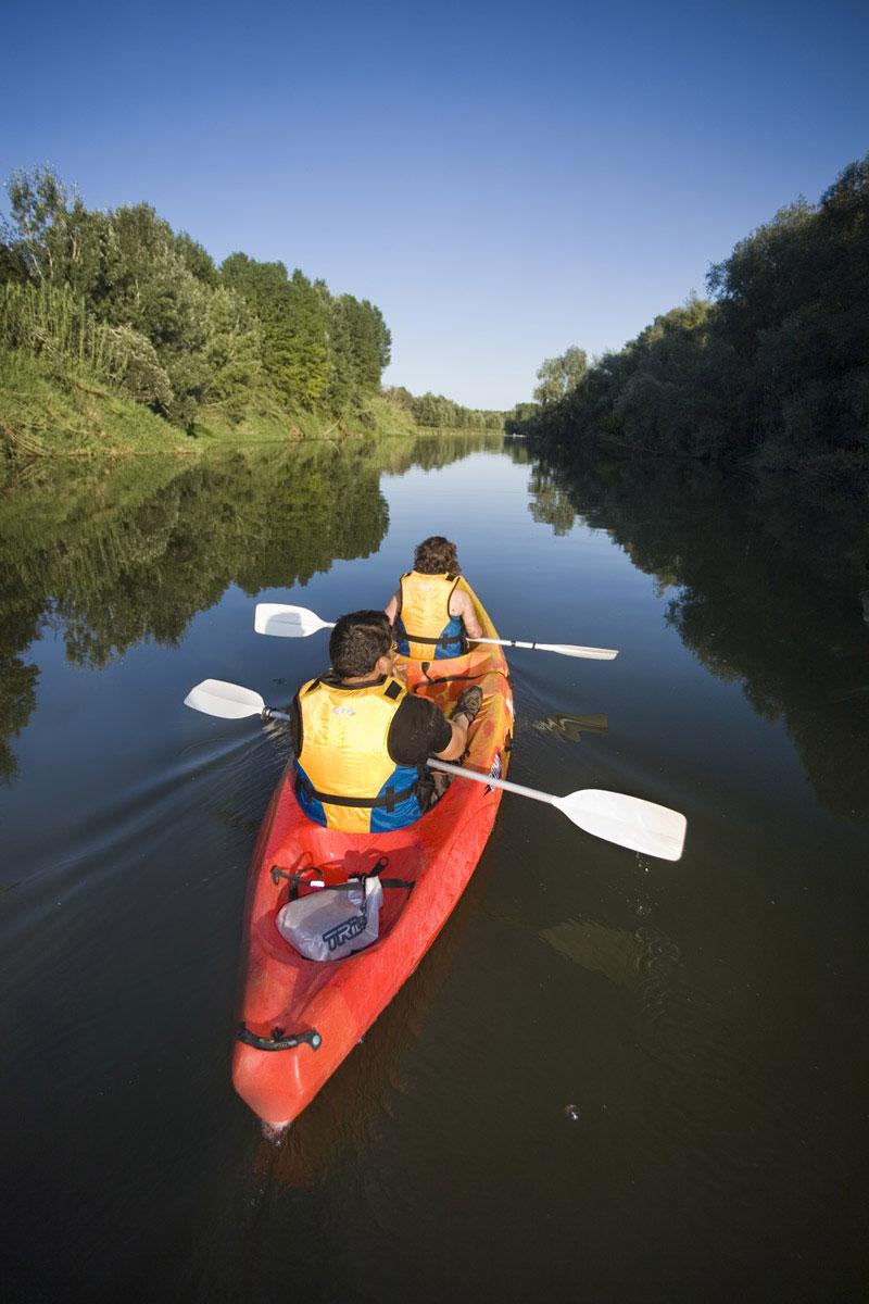 Dues persones fent kayak al Ter
