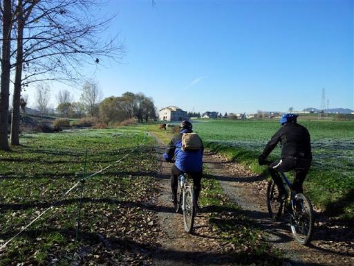 Ciclistes fent la Ruta del Ter